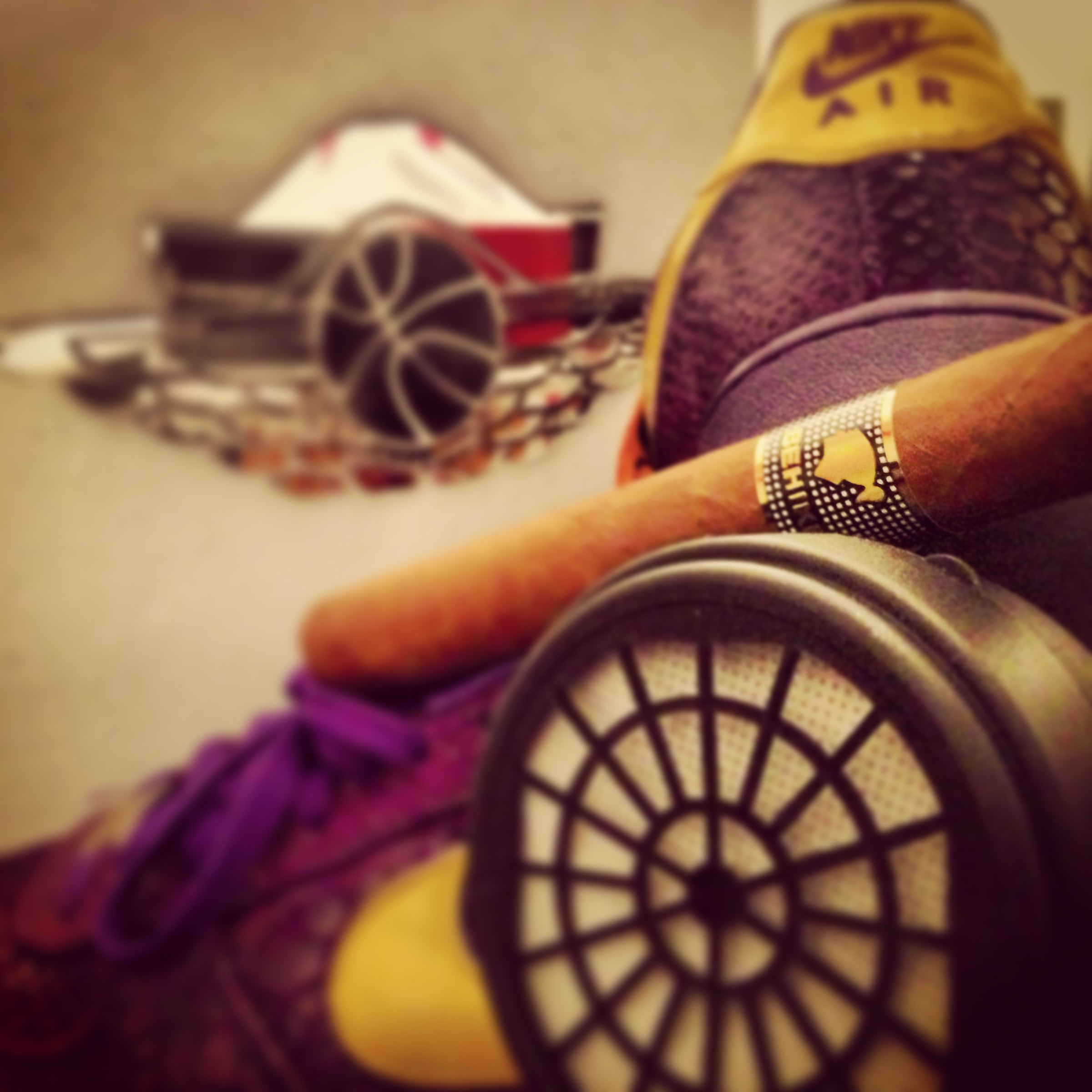 CigarSneaker001